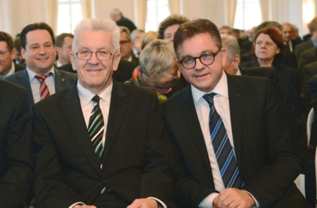 Schon ein paar Tage her: Winfried Kretschmann (links) und Guido Wolf mal nebeneinander. Der Herausforderer Wolf kommt am Ministerpräsidenten Kretschmann in den Umfragen nicht vorbei. Foto: dpa