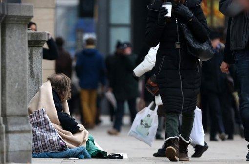 Wie soll Stuttgart mit seinen Bettlern umgehen? Foto: dpa