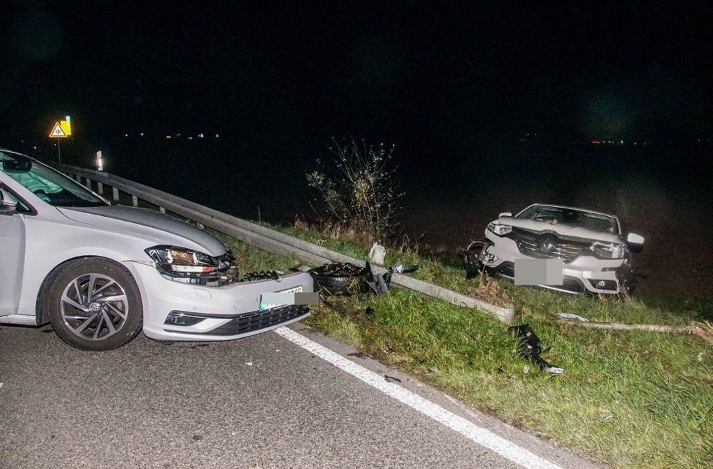 Der Renault landete nach dem Zusammenstoß im Grünstreifen. Foto: SDMG/SDMG / Dettenmeyer