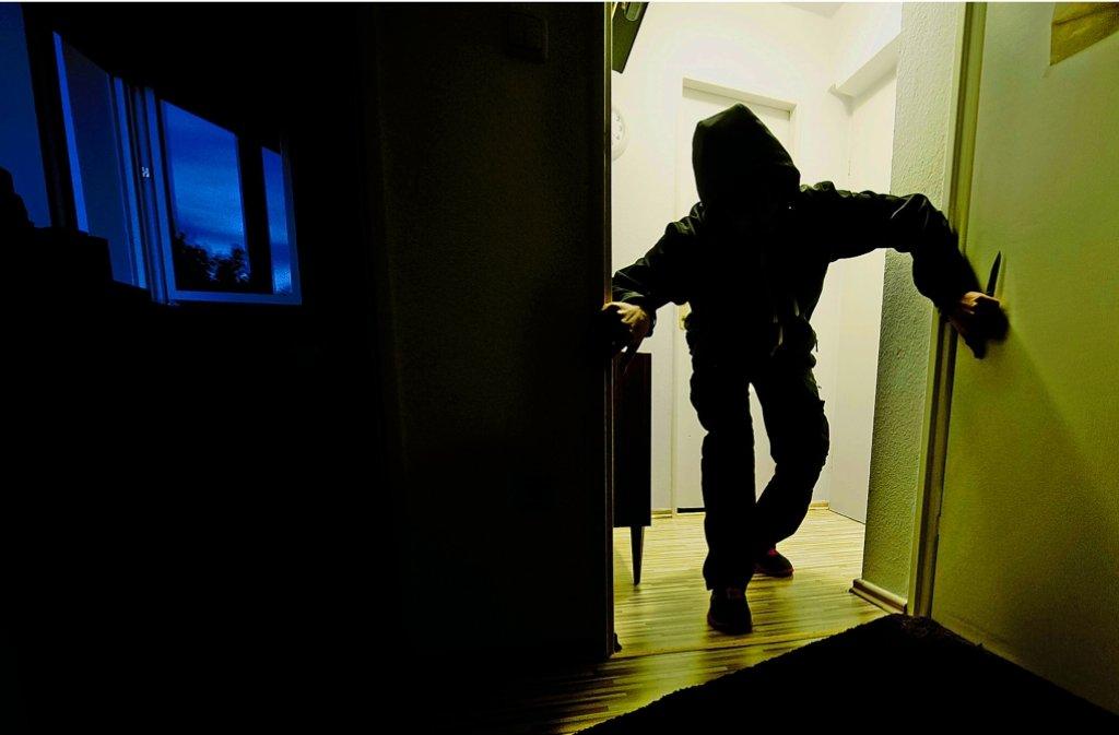 Während die Bewohner schlafen, drang am frühen Sonntagmorgen ein Täter in ein Einfamilienhaus in Baltmannsweiler ein. Foto: dpa/Symbolbild