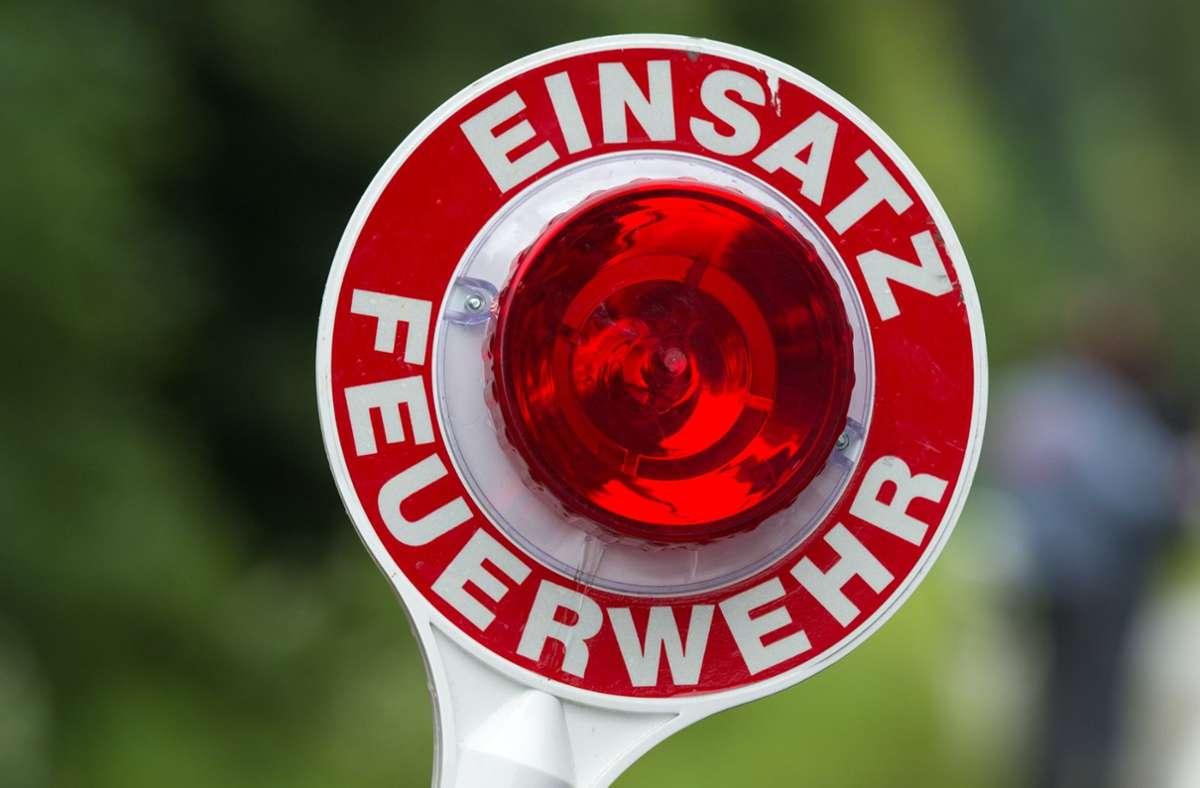 Feuerwehreinsatz in Böblingen wegen brennender Wahlplakate Foto: dpa/Armin Weigel