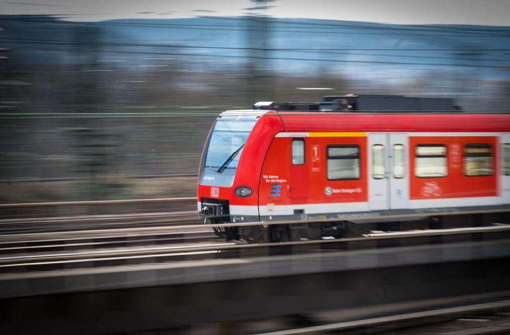 Der S-Bahn- und der Regionalverkehr ist bis Montag eingeschränkt. Foto: Lichtgut/Achim Zweygarth