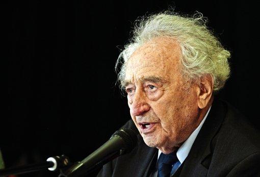 Dass Max Mannheimer 94 Jahre alt ist und  den Holocaust überlebt hat, merkt man ihm körperlich nicht an. Foto: factum/Granville