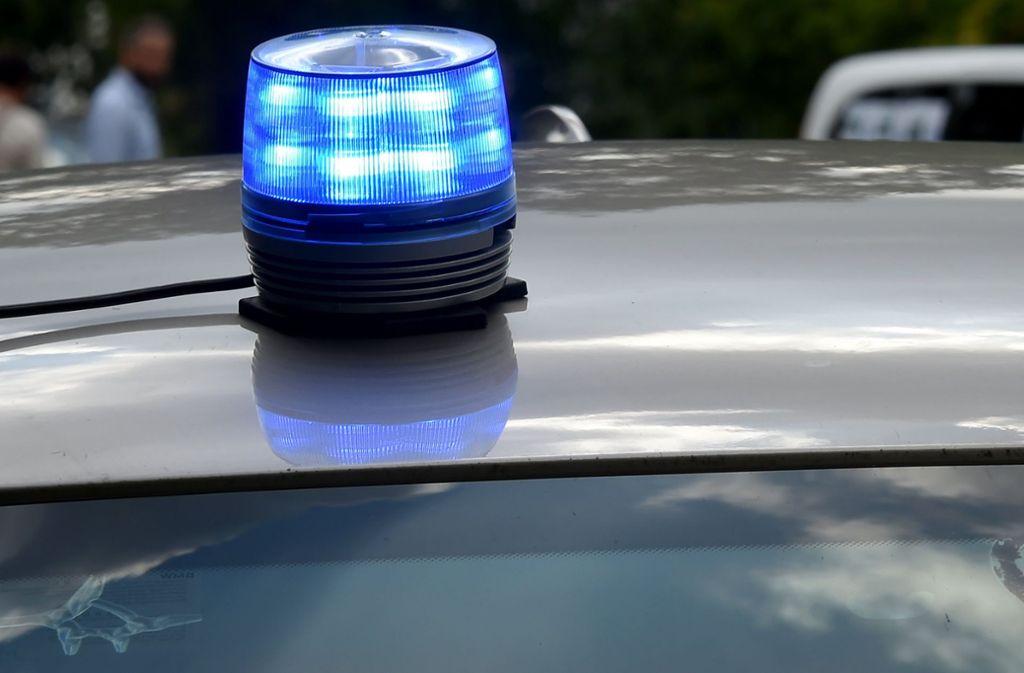 Die Polizei sucht nach Zeugen des Vorfalls auf der A45 bei Herborn. Foto: dpa