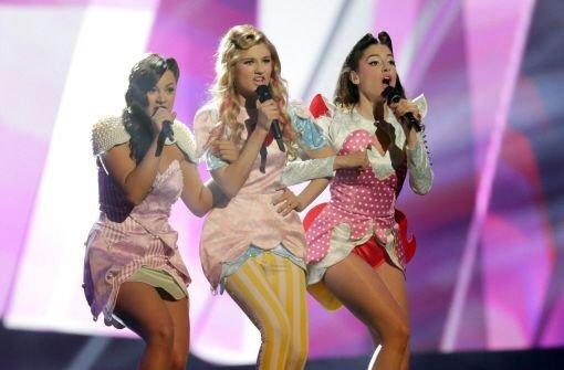 Schrille Kostüme und Feuersäulen beim Eurovision Song Contest