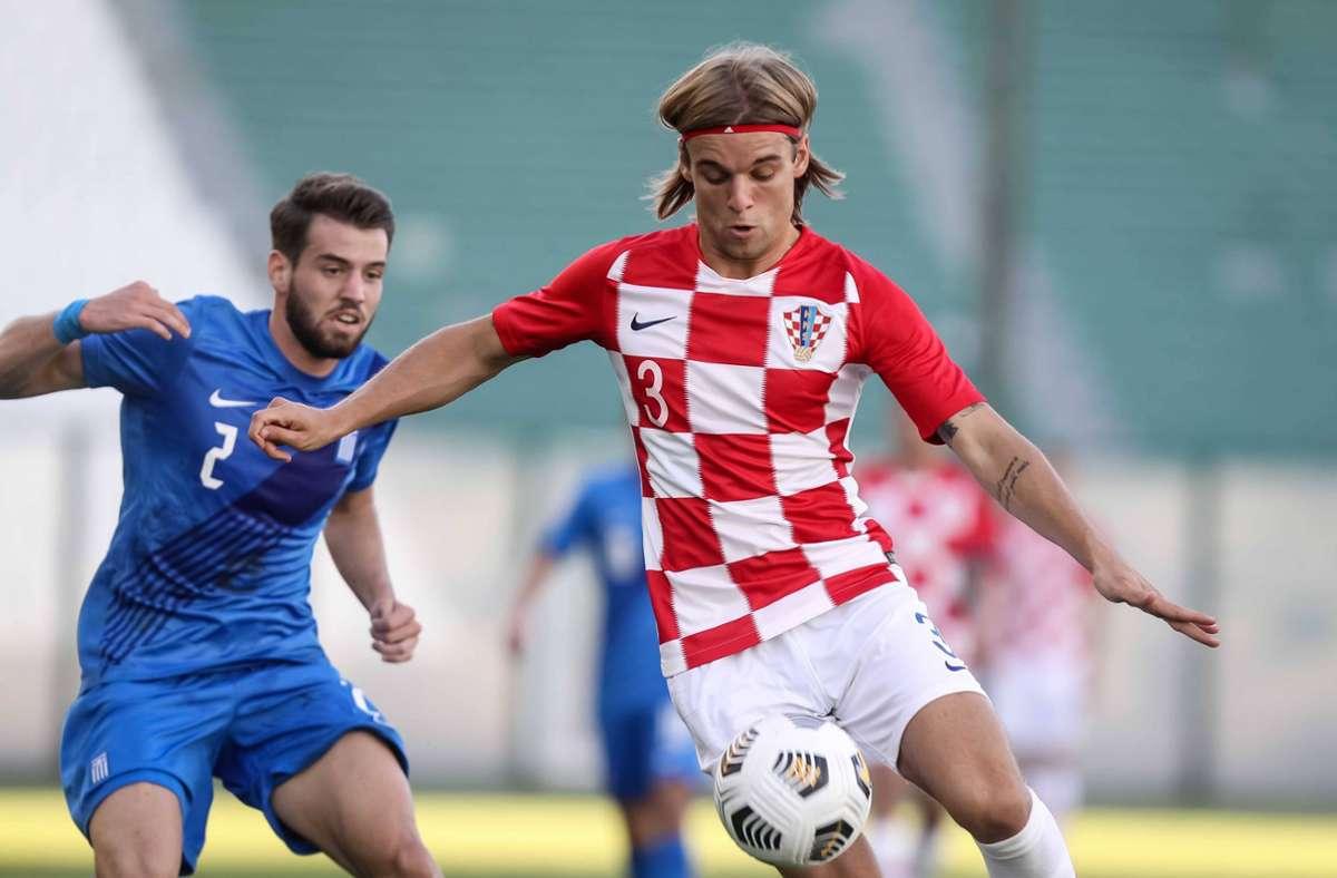 Borna Sosa vom VfB Stuttgart hat sich gegen Kroatien entschieden. Foto: imago images/Markos Chouzouris