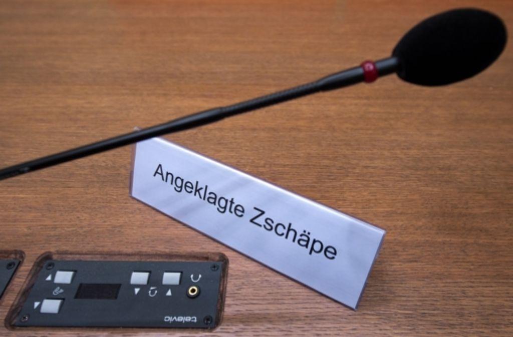 Die Frau könnte eine wichtige Zeugin sein: Eine Dortmunderin will die als Neonazi-Terroristin angeklagte Beate Zschäpe vor einem Mordschlag in Dortmund gesehen haben. Mit ihren mutmaßlichen NSU-Komplizen. Und einem unbekannten Skinhead. Foto: dpa
