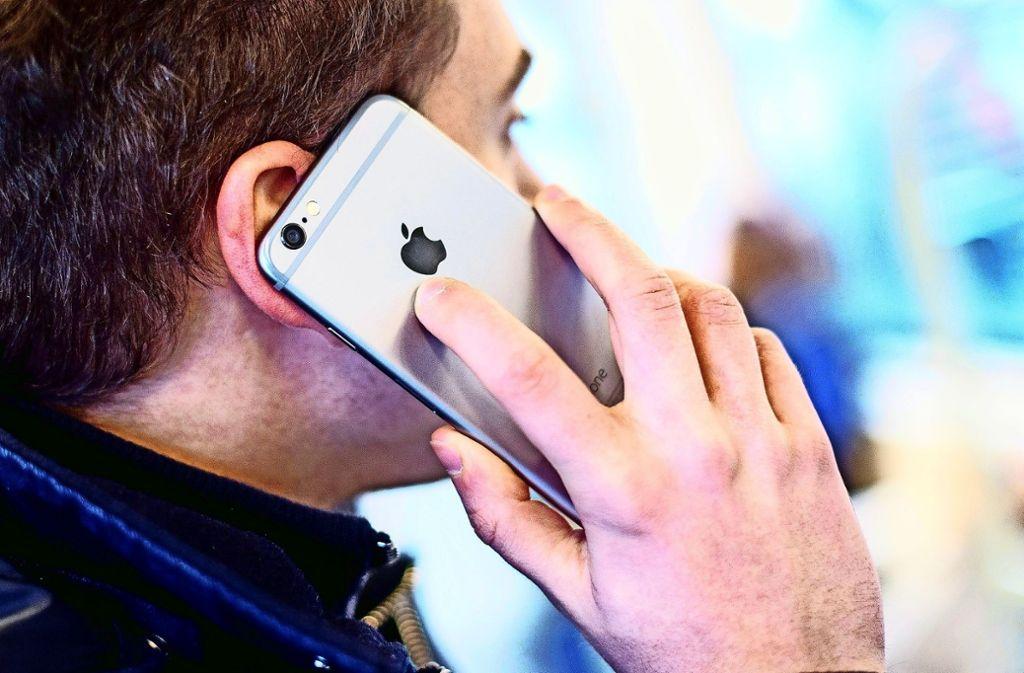 Mit dem neuen Sendemast soll der schnelle Mobilfunkstandard LTE ausgebaut werden. Die Anwohner fürchten wegen der Strahlung um ihre Gesundheit. Foto: dpa