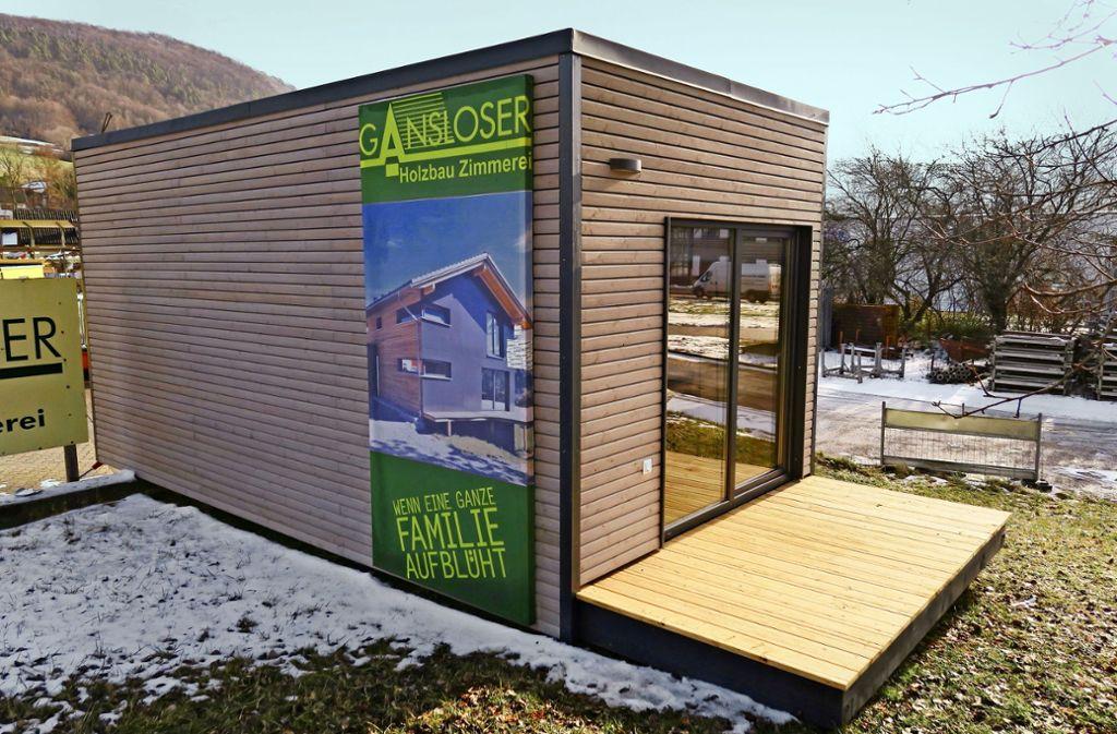 Dieser kleine Holzwürfel beinhaltet ein ganzes Haus – ein Tiny House. Foto: