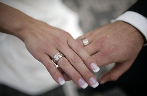 Pärchen nach öffentlichem Heiratsantrag festgenommen