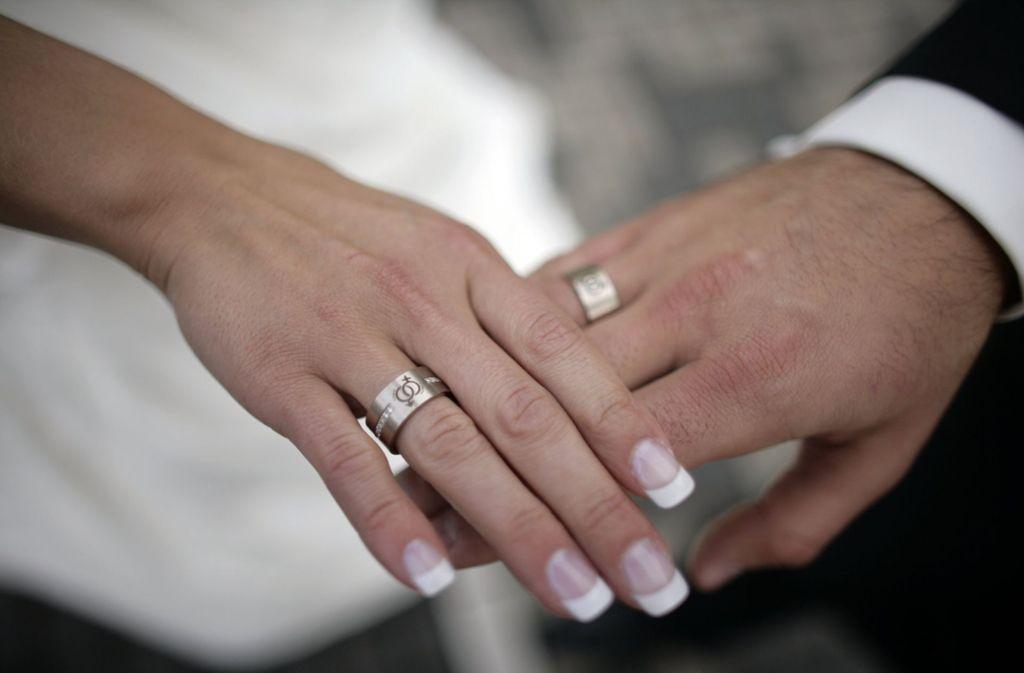 Das Paar endete nach dem öffentlichen Heiratsantrag in Teheran vorläufig im Gefängnis. (Symbolbild) Foto: dpa