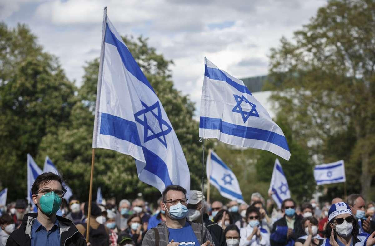 Rund 1500 Menschen nahmen an der Demonstration im Oberen Schlossgarten teil. Foto: Lichtgut/Julian Rettig