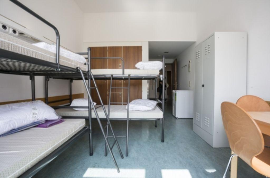Die Menschen werden in Zwei- bis Fünf-Bett-Zimmern untergebracht. Foto: Stadt