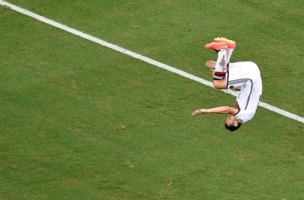 In der zweiten Hälfte gegen Ghana trifft Miroslav Klose zum 2:2-Ausgleich für Deutschland – und beschert sich selbst einen neuen Rekord. Foto: POOL