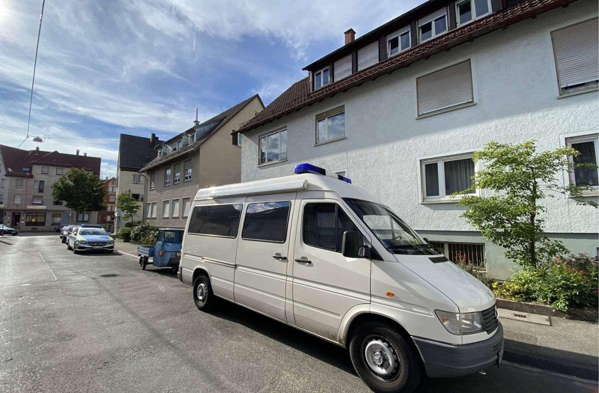 Tatort Degenfelder Straße: In diesem Haus ist die getötete Frau gefunden worden. Foto: 7aktuell.de