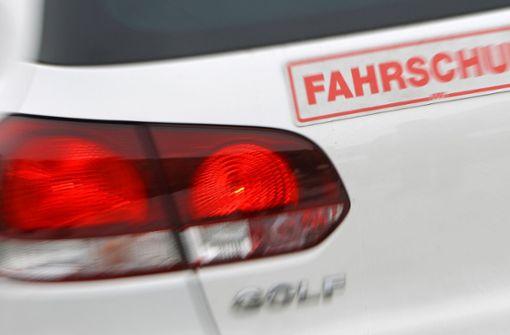 Heldenhafter Fahrlehrer stoppt unkontrolliertes Auto