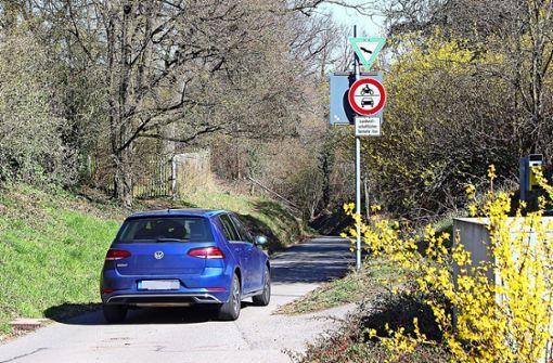 Warum dieser Feldweg trotz Fahrverbots offen bleibt