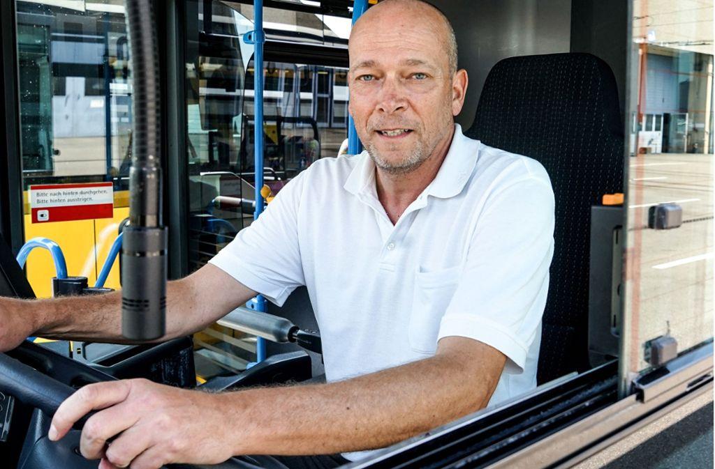 """""""Der Beruf passt zu mir"""": Matthias Küttner ist seit vielen Jahren Busfahrer. Foto: SSB"""