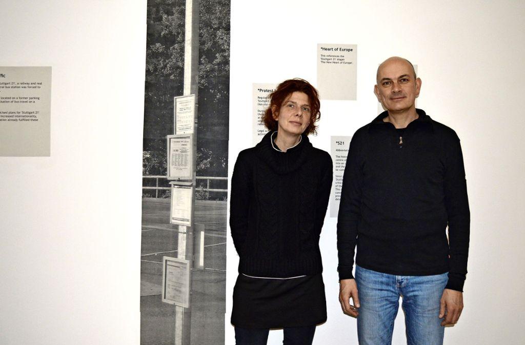 Sylvia Winkler und Stefan Köperl vor  ihren Arbeiten im Kunstmuseum Foto: Armin Friedl