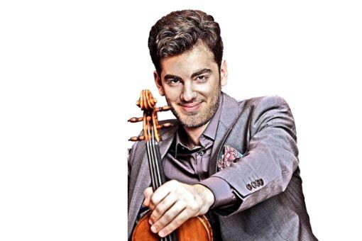 """Kaum 25 Jahre ist der Violinist Emmanuel Tjeknavorian jung, bekam aber bereits 2018 den Opus-Klassik-Preis für sein Debüt-Album """"Solo""""."""