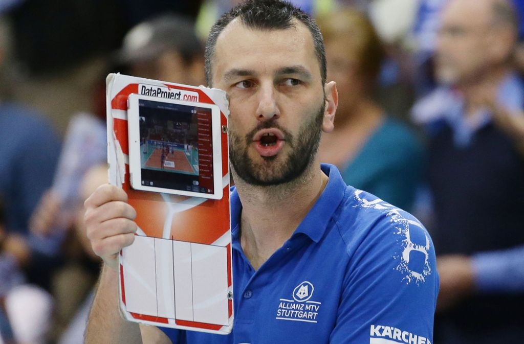 Volleyball ist sein Beruf, aber auch seine Berufung: Giannis Athanasopoulos, der Trainer des Frauen-Bundesligisten Allianz MTV Stuttgart. Foto: Baumann