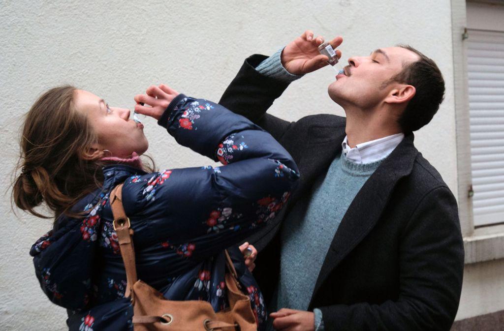 Es ist Fasnet, auch für Romy (Darja Mahotkin) und David (Andrei Viorel Tacu). Foto: SWR Presse/Bildkommunikation