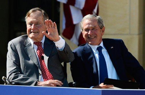 Familienmitglied: Die früheren US-Präsidenten Bush wählen Clinton