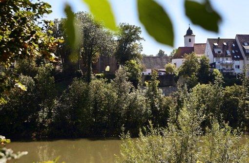 Radfahrer müssen derzeit noch durch Hofen fahren, um zur Burgruine zu gelangen. Eine Treppe soll Neckar und Burg künftig direkt miteinander verbinden. Foto: Kraufmann