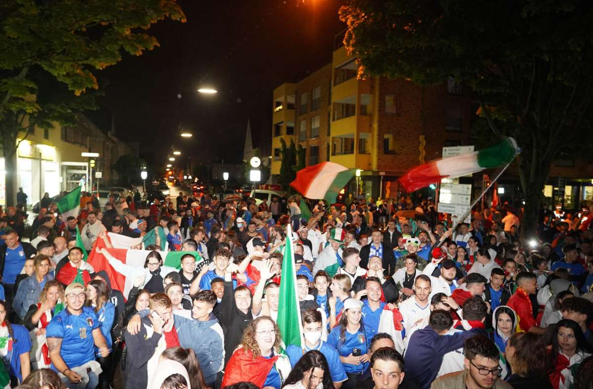 Wie hier in Fellbach feierten hunderte italienische Fans ausgelassen. Foto: Andreas Rosar Fotoagentur-Stuttg/Andreas Rosar Fotoagentur-Stuttg