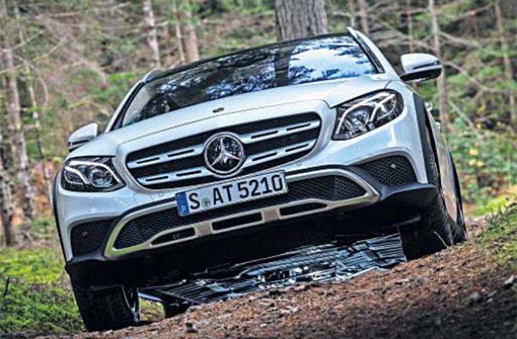 Wühlt sich durch: die neue E-Klasse All-Terrain von Mercedes. Foto: Hersteller