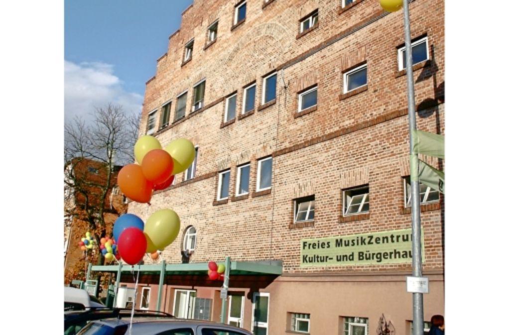 Zum Tag der offenen Tür wurde das Haus mit Luftballons geschmückt. Foto: Archiv G. Friedel