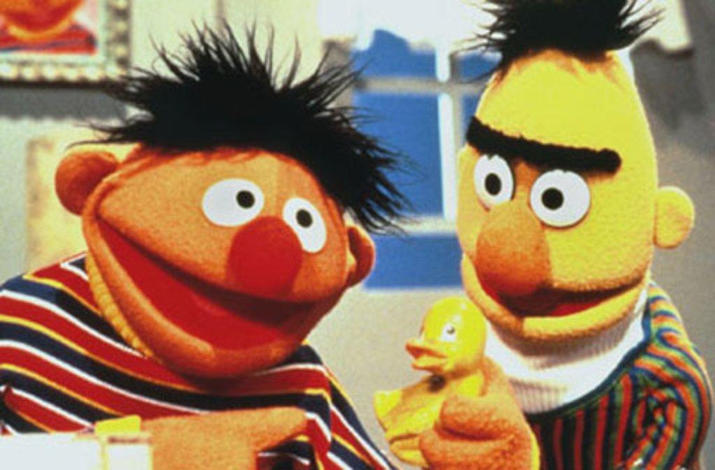 47c55b29d1 Kultur; 40 Jahre Sesamstraße Glaubenskrieg um Ernie und Bert. Ernie spielt,  wenn er nicht gerade Kumpel Bert ärgert, am liebsten mit seinem  Quietscheentchen