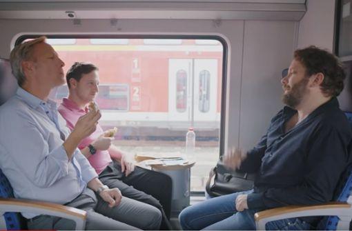 """Schauspieler rätselt in Bahn-Video über """"Weggle"""" und """"Weckle"""""""