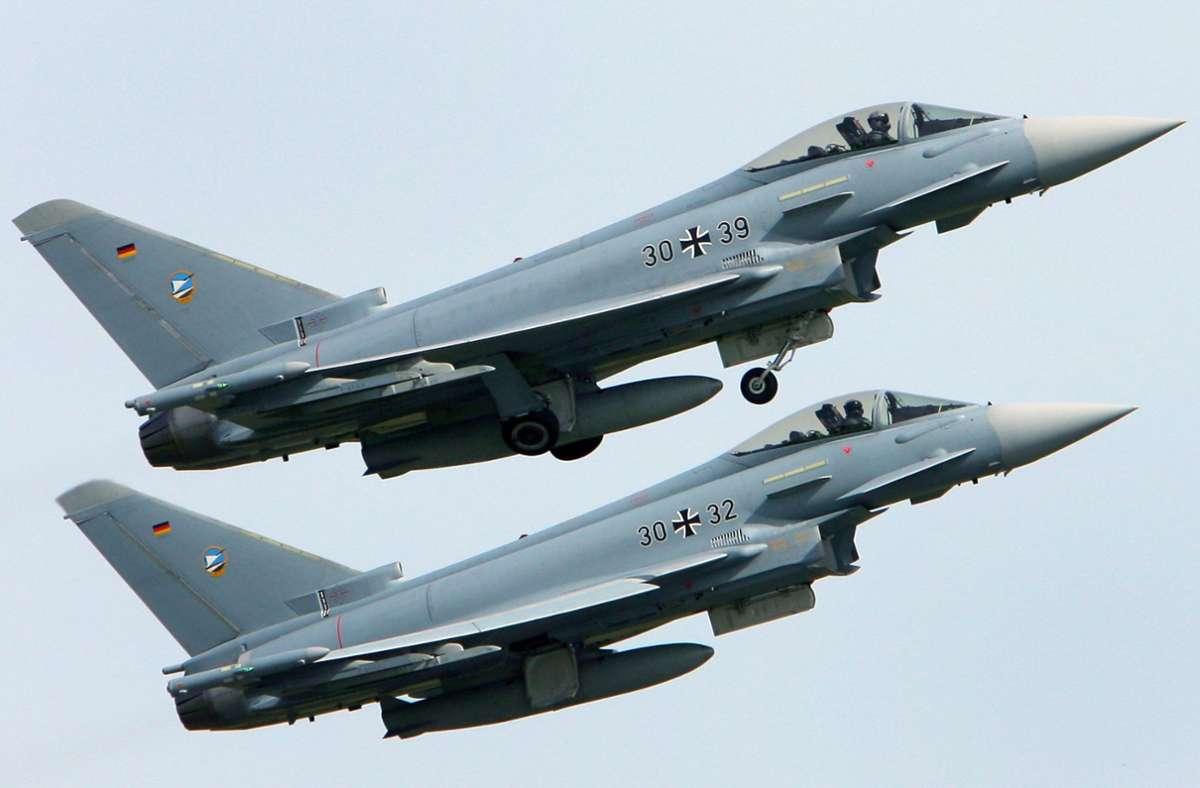 Kampfjets operieren  – und üben – meist in Zweiergruppen. Foto: Bernd Wüstneck/dpa