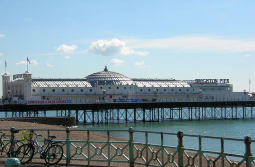 Aus der Ferne betrachtet ist alles schön – auch der Amüsierflecken Brighton Pier. Der Debütautor Mark Peterson schaut aber lieber auf die übleren Flecken der Badestadt. Foto: o-fey