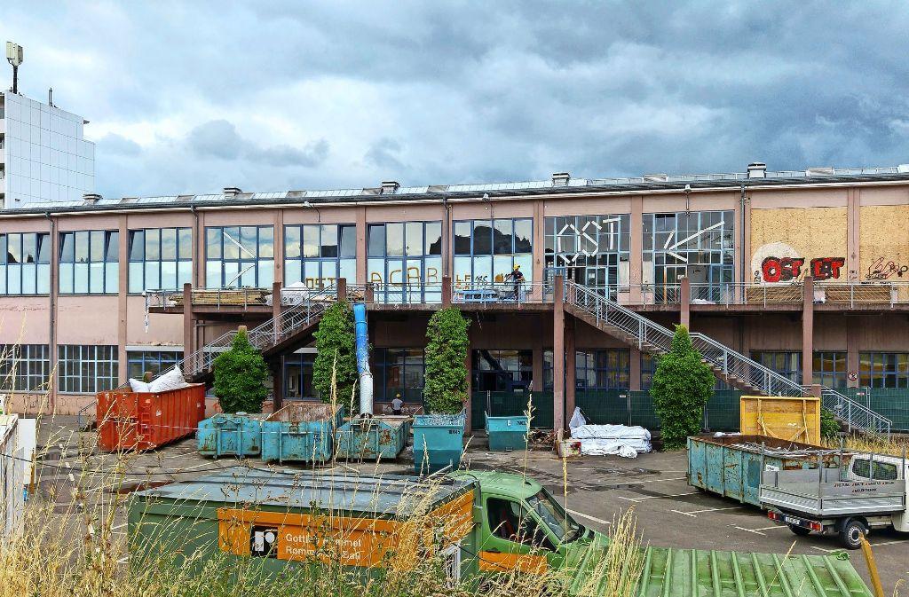 Der markante Treppenaufgang zu den Räumen im Obergeschoss ist so marode, dass ein Teil davon abgerissen und neu gebaut werden muss. Foto: Jürgen Brand