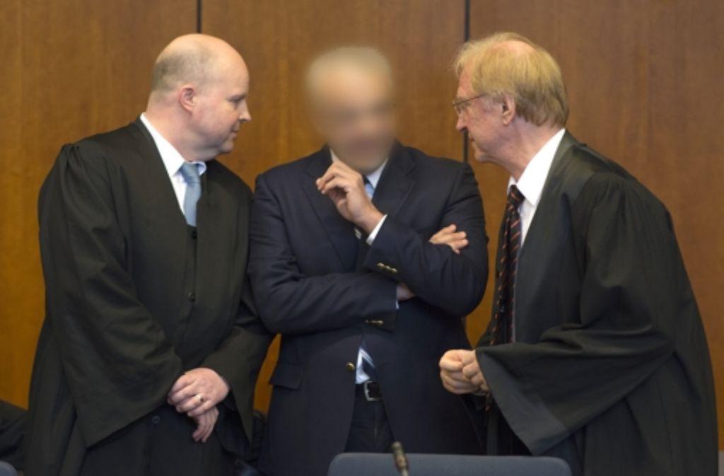 Aiman O. (Mitte) mit seinen Anwälten Foto: dpa