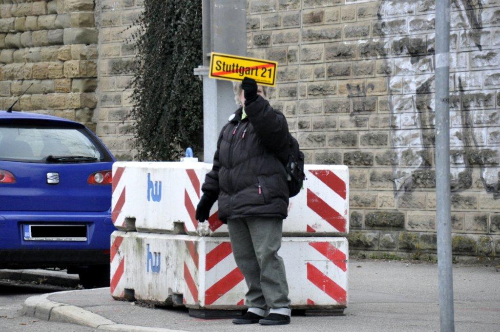Anwohner des Kernerviertels haben gegen die geplante Untertunnelung ihrer Häuser demonstriert. Bereits seit einiger Zeit laufen im Kernerviertel die Arbeiten zum S21-Grundwassermanagement gehen weiter - hier die Bilder vom 2. April. Foto: www.7aktuell.de |