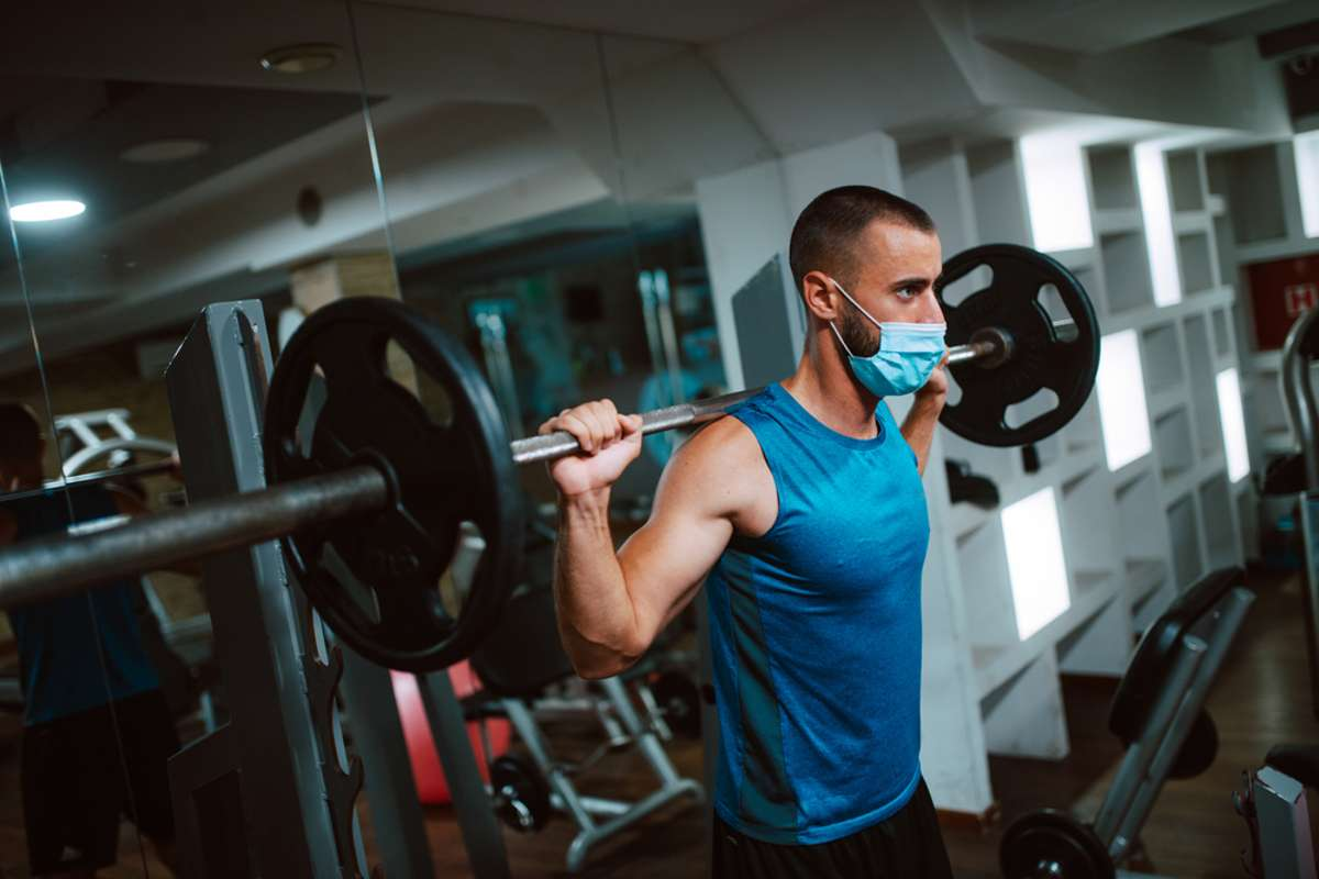 Diese Regeln gelten für das Training im Fitnessstudio. Foto: StrDr stock / shutterstock.com