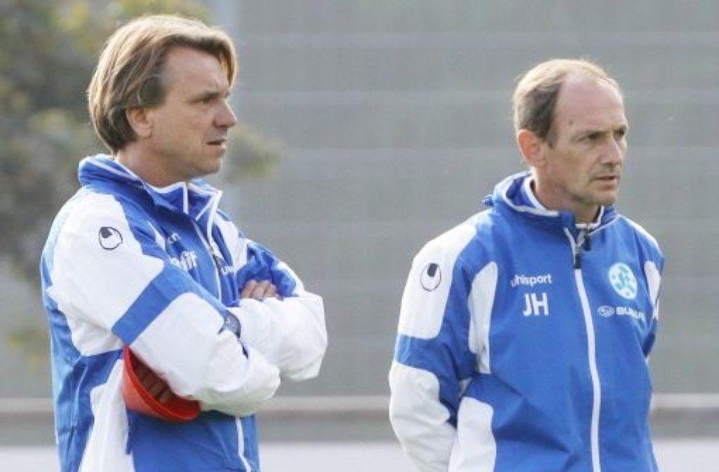 Der Neue und sein Vorgänger: Horst Steffen (links) übernimmt das Traineramt von Interimscoach Jürgen Hartmann (rechts), der wieder die Verantwortung für die U23 übernehmen soll. Aus aktuellem Anlass blicken wir in unserer Bilderstrecke zurück auf die Trainer der Blauen in den vergangenen 30 Jahren. Klicken Sie sich durch! Foto: Pressefoto Baumann