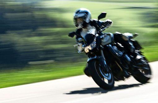 Die  meisten Motorräder sind lauter als Autos