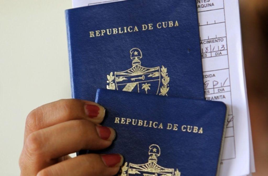 Kubaner kommen mit ihrem Pass nun wieder ins Ausland. Foto: dpa