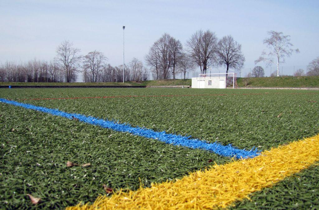 Wie schädlich ist dieser Sportplatz auf dem Hasenhof für die Umwelt? Foto: Claudia Barner