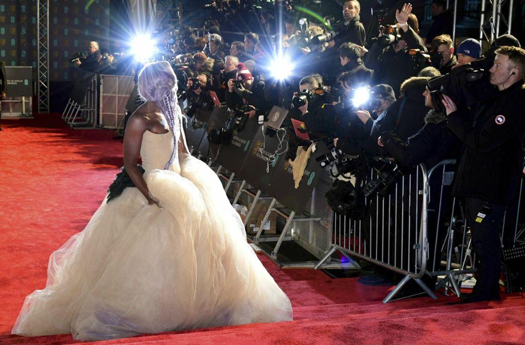 Auch beim britischen Filmpreis Bafta herrscht großer Fotorummel: Die Schauspielerin und Sängerin Cynthia Erivo im Blitzlichtgewitter Foto: dpa