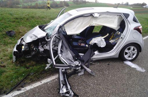 84-jährige Autofahrerin gerät in Gegenverkehr – zwei Schwerverletzte