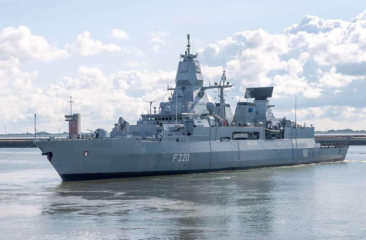 """Die Fregatte """"Hamburg"""" befindet sich in einem fünfmonatigen Mittelmeer-Einsatz vor der Küste Libyens. (Archivbild) Foto: dpa/Sina Schuldt"""