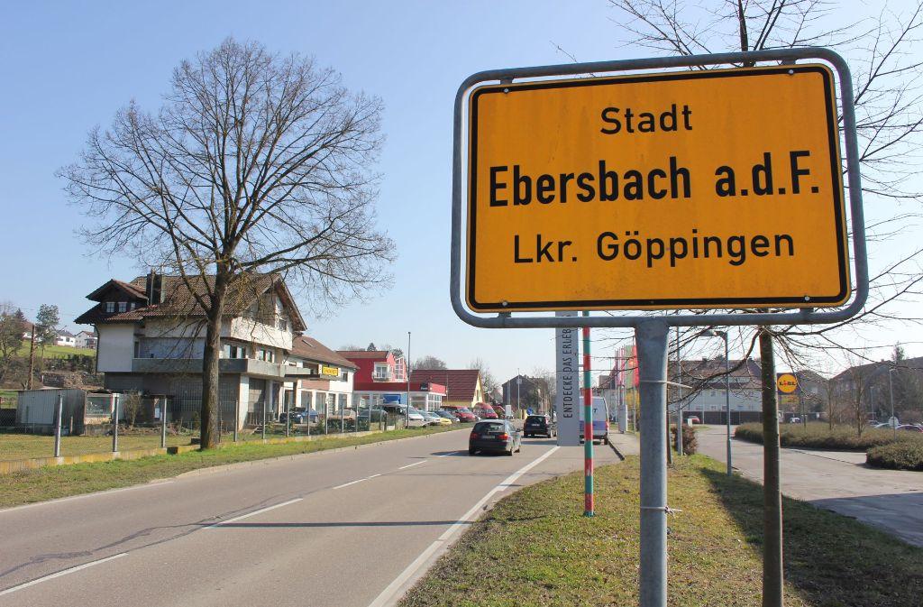 Die Leitung für Frischwasser in der Stuttgarter Straße, auf dem Foto rechts im Bild, ist marode und  muss dringend erneuert werden. Foto: Pascal Thiel