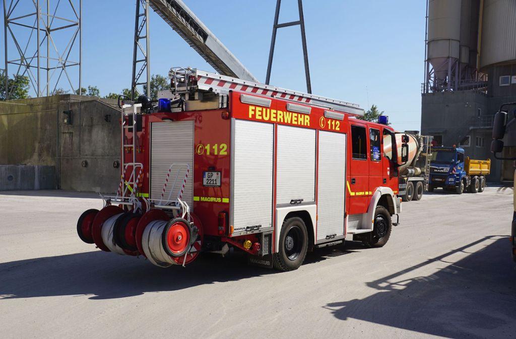 Die Feuerwehr rettete den Verletzten aus der Trommel. Foto: SDMG