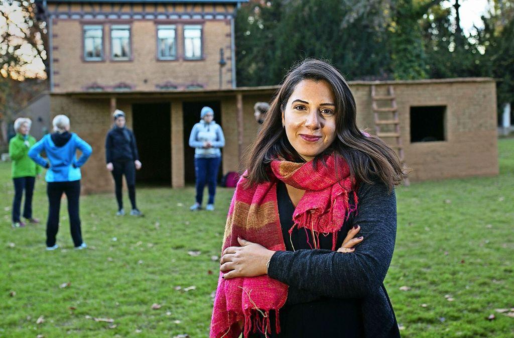 Das irakische Lehmhaus von Havin Al-Sindy im Esslinger Merkel-Park steht jedem offen. Foto: Ines Rudel