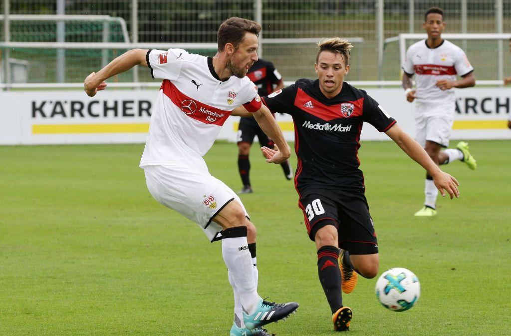 Christian Gentner vom VfB Stuttgart beim Test gegen den FC Ingolstadt. Foto: Pressefoto Baumann